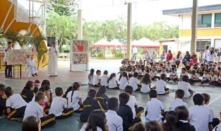 Lacorderianos en oración comunitaria, camino a Domingo de Ramos