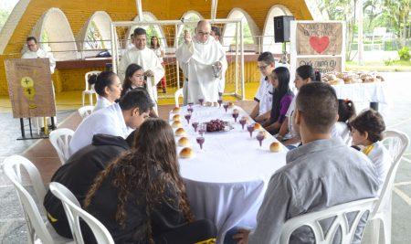 Celebración de la Cena del Señor en el Colegio Lacordaire